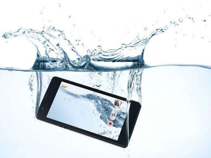 На смартфон попала вода - что делать?!